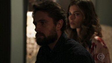 Renato avisa a Sophia que Gael está em um presídio - A vilã humilha o genro e ele ameaça ir embora. Lívia implora para que o marido mude de ideia e pergunta se ele ajudou Clara a incriminar Gael