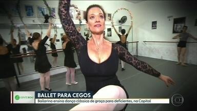 Bailarina ensina dança clássica de graça para pessoas com deficiência - Além do trabalho e dos filhos, bailarina ainda se dedica às aulas.