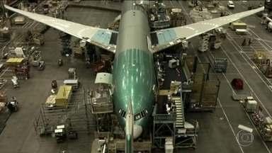 Embraer e Boeing negociam acordo de parceria - Governo brasileiro diz que Embraer é inegociável. Mas a possível parceria movimentou o mercado nesta quinta-feira (21).