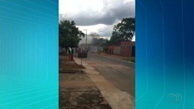 Homem é detido após colocar fogo na casa e no carro em Palmas - Homem é detido após colocar fogo na casa e no carro em Palmas