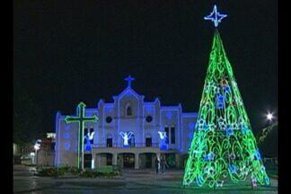 Em Castanhal, enfeites feitos com lâmpadas de led e materiais reciclados enfeitam o local - Arquidiocese de Belém realiza uma programação especial de natal e ano novo.