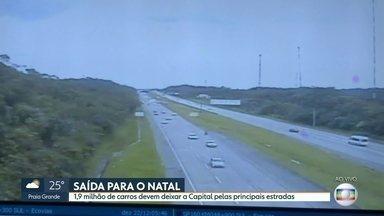 Quase 2 milhões de carros devem deixar São Paulo pelas principais estradas - Começou a saída para o Natal. Muita gente já está com o pé na estrada. Pelo menos 1,9 milhão de carros devem lotar as rodovias de São Paulo rumo ao interior e ao litoral.