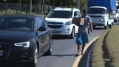Balneário Camboriú quer multar moradores de rua que pedirem dinheiro em sinal - Balneário Camboriú quer multar moradores de rua que pedirem dinheiro em sinal