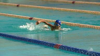 Promessas: jovens nadadores competem em busca de oportunidades - Veja na matéria do esporte no Bahia Meio Dia.