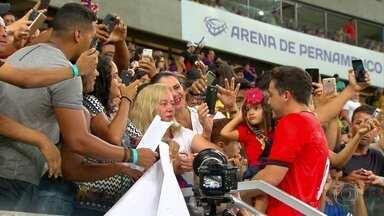 Jogo do Bem reúne artistas e jogadores para ajudar instituições de caridade - Safadão foi um dos convidados da partida solidária, que ocorreu na Arena de Pernambuco, em São Lourenço da Mata.