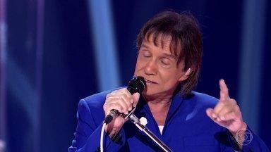 Roberto Carlos canta a música 'Amigo' - Cantor emociona a plateia