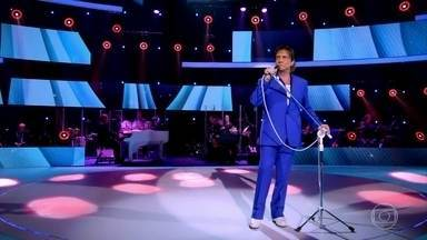 Roberto Carlos canta a música 'Fera Ferida' - Cantor anima a plateia com uma bela apresentação
