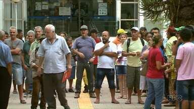 Pescadores protestam contra a falta de pagamento do seguro-defeso - A primeira das quatro parcelas do seguro deveria ter sido paga no dia 5 de dezembro.