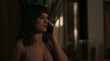 Clara decide convidar Samuel e sua família para um jantar em sua casa - Ela liga para Renato e toma sua decisão
