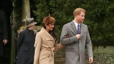 Noiva do Príncipe Harry participa da tradicional missa de Natal no Reino Unido - Comemorações tradicionais da Família Real atraíram a atenção de centenas de pessoas, na Grã-Bretanha.