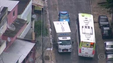 Policiais evitam roubo de caminhão carregado de eletrodomésticos - Os bandidos fugiram com a chegada da Polícia Militar.