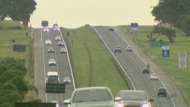Motoristas antecipam viagens com receio de enfrentar trânsito nas estradas da região - Por causa dos congestionamentos nas rodovias, alguns chegam a sair com dias de antecedência.
