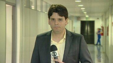 Alvo da Maus Caminhos, ex-governador do AM tem prisão temporária prorrogada - Ele é acusado de participar de um esquema de desvio de verbas da saúde e foi preso na última semana. José Melo foi cassado por compra de votos na eleição de 2014.