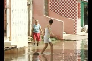 Chuvas provocam alagamentos no bairro da Terra Firme, em Belém - Moradores reclamam que situação é mesma ano após ano.