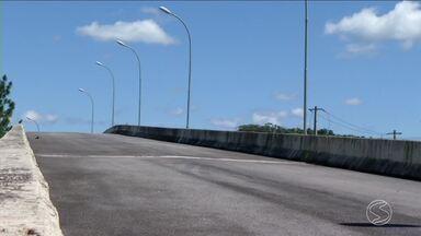 Moradores reclamam obra inacabada de viaduto em Pinheiral, RJ - População espera há cinco anos a conclusão da construção.