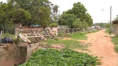 Buraco no bairro Floresta aumenta com período chuvoso, em Santarém - Segundo moradores, o problema já dura 20 anos e apareceu em decorrência da obra de uma galeria que não foi concluída.