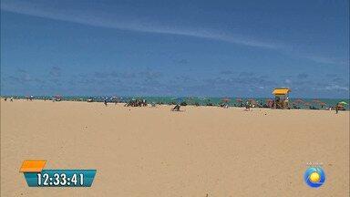Prefeitura de João Pessoa está entregando autorizações para as tendas do Réveillon - Quem vai montar tendas na areia da praia tem que pegar as autorizações.