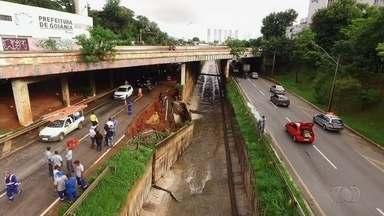 Trânsito é liberado em um dos sentidos da Marginal Botafogo após obra de reparos - O sentido oposto ainda segue interditado após parte da pista ceder durante chuva em Goiânia.