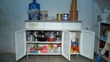 Ladrões invadem casa e tomam até banho durante o furto em Marília - Uma família de Marília (SP) teve a casa invadida por criminosos durante o Natal e, além de furtarem vários objetos e dinheiro, os ladrões ainda tomaram banho e fizeram a barba no banheiro do imóvel, segundo os moradores.