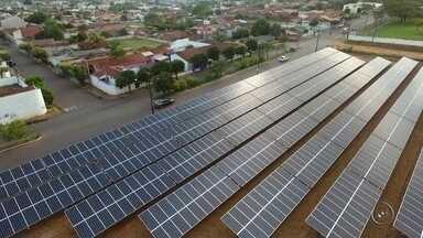 Investimento em fontes alternativas de energia gera economia para consumidores em Bauru - Geração alternativa de energia elétrica é uma das saídas para quem tem o consumo alto. Na região de Bauru, temos alguns exemplos de investimentos que deram certo e dão uma boa economia aos consumidores.