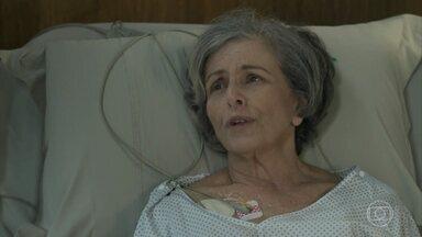 Sabine agradece a dedicação de Adriano - A empresária é transferida para o quarto e o médico avisa que, em breve, Sabine poderá ir para casa