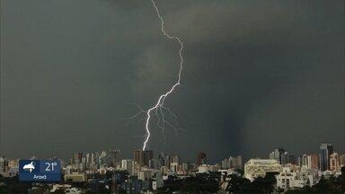 Especialistas alertam para cuidados com raios no período chuvoso - Incidência é maior nesta do ano