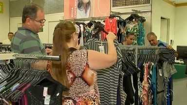 Comerciantes de Araçatuba comemoram resultados das vendas do Natal - Os comerciantes de Araçatuba (SP) estão comemorando os resultados das vendas do Natal, que superaram as expectativas.