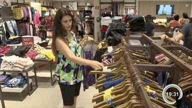 Consumidores trocam presentes que ganharam no Natal - Shoppings ficaram cheios.