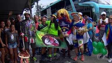 Corredores pernambucanos viajam de ônibus até São Paulo para participar da São Silvestre - Grupo de atletas percorre, no veículo, 2,7 mil quilômetros da capital pernambucana até a capital paulista.