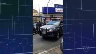 Guarda municipal é feito refém em Campinas (SP) - Em campinas, no interior de São Paulo, um guarda municipal foi feito refém depois de abordar um grupo que tentava extorquir dinheiro de uma mulher sequestrada.