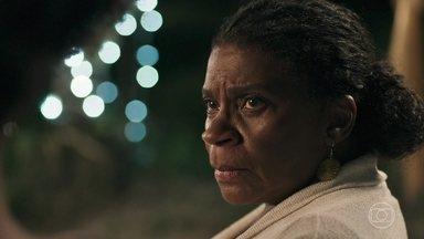 Mãe do Quilombo pede para Raquel tomar cuidado com Bruno - Raquel afirma à Mãe do Quilombo que só ficará com Bruno após sua separação