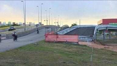 DER estreita pista durante obra que vai interligar avenidas Augusto Franco e Gasoduto - DER estreita pista durante obra que vai interligar avenidas Augusto Franco e Gasoduto.