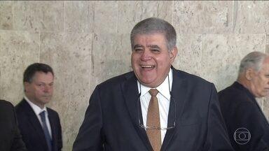 Governo Federal endurece a negociação pela reforma da Previdência - Com um rombo recorde nas contas públicas em 2017, a estratégia é pressionar os governadores endividados para que eles convençam as bancadas a votarem a favor da reforma.