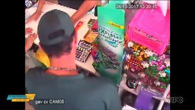 Bandidos aproveitam movimento de fim de ano nas lojas para roubar - Em um dos casos, funcionários foram rendidos pelos assaltantes.