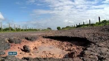Rodovia que liga Linhares a Rio Bananal está cheia de buracos - DER diz que equipes trabalham na estrada para resolver o problema.