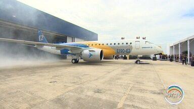 Presidente da Embraer manda mensagem de otimismo a funcionários sobre possível fusão - CEO tenta tranquilizar os funcionários da companhia sobre possível fusão com a Boeing.