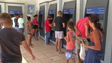 Tocantinenses têm até esta quinta-feira para sacar abono salarial de 2015; entenda - Tocantinenses têm até esta quinta-feira para sacar abono salarial de 2015; entenda