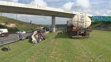 Caminhão carregado com combustível tomba e interdita faixas da Bandeirantes, em Campinas - Acidente aconteceu na madrugada desta quarta-feira (27).