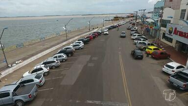 Motoristas reclamam de falta de estacionamento no Centro de Santarém - Grande movimentação de consumidores no centro comercial exige paciência dos condutores para encontrar um lugar para estacionar.