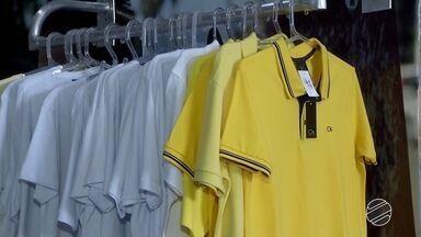 Para passagem de ano, muita gente acredita na força da cor das roupas - Em Dourados, os consumidores estão cheio de superstição e correm para comprar roupas de acordo com os desejos para 2018.