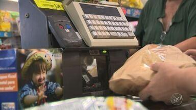 Alimentos tiveram queda recorde de preços segundo o IBGE - Queda foi vista como alívio por consumidores que precisaram cortar gastos durante o ano.