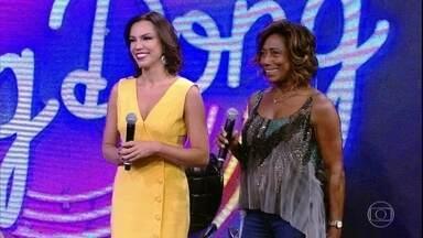 Ana Paula Araújo e Glória Maria acertam e Nando Cordel vai ao palco - Jornalistas cantaram trecho de 'Isso Aqui Tá Bom Demais'