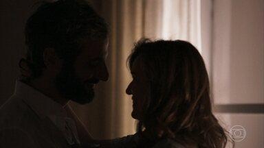 Vinícius não gosta de saber que Laura está namorando - Lorena tenta acalmar os ânimos