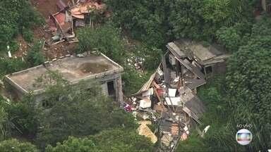 Menino que morreu no desabamento em Mauá é enterrado - A casa em que a criança de 10 estava desmoronou na segunda (1).