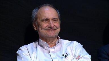 Marco Mora é homenageado por Galvão Bueno, no Bem, Amigos, antes de sua aposentadoria - Marco Mora é homenageado por Galvão Bueno, no Bem, Amigos, antes de sua aposentadoria