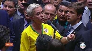 Cristiane Brasil (PTB) é anunciada como nova ministra do Trabalho - A deputada é filha de Roberto Jefferson, pivô do escândalo do mensalão. Ela assume a vaga deixada por Ronaldo Nogueira (PTB-RS).