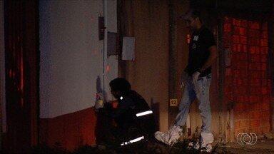 Dois jovens são assassinados em Aparecida de Goiânia - Em um dos crimes forma disparados quase 20 tiros contra a vítima.