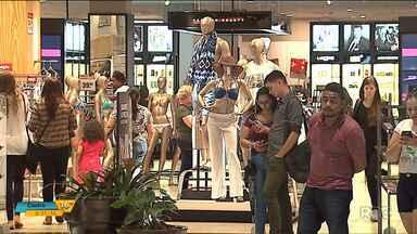 Vendas depois das festas surpreendem lojistas - A expectativa é que no começo de 2018, com as promoções de janeiro, o movimento seja ainda maior.