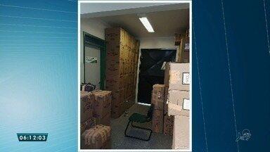 Três pessoas foram presas suspeitas de contrabando no centro sul do estado - No local foi encontrado 138 caixas de cigarros do Paraguai sem nota fiscal.