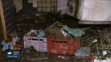 Morador de rua ateia fogo a outros dois em Santo André - Um morador de rua ateou fogo a outros dois, na noite de sexta-feira (5), após uma discussão. O crime ocorreu pouco depois das 23h, perto do terminal de ônibus Vila Luzita